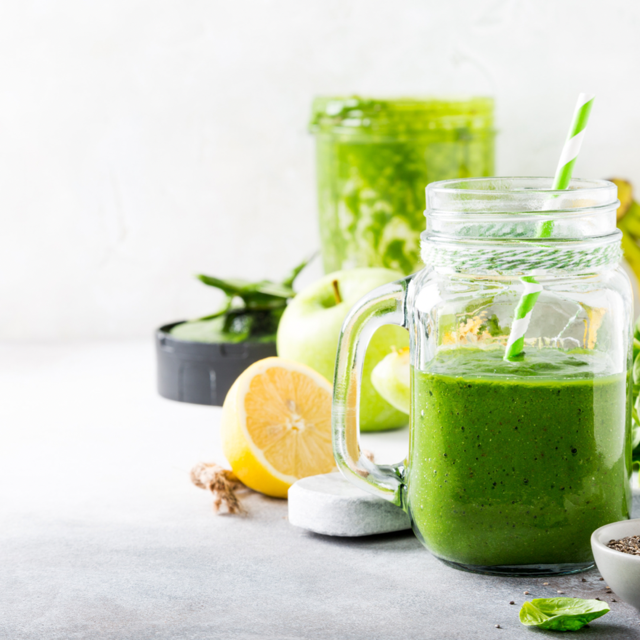 A BUSY LIFESTYLE? DRINK A GREEN SUPER SMOOTHIE!